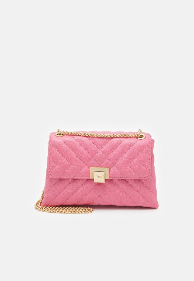 DORCHESTER - Across body bag - pink plain