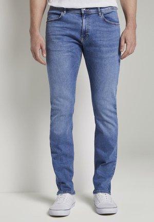 TOM TAILOR JEANSHOSEN TROY SLIM JEANS - Slim fit jeans - mid stone wash denim