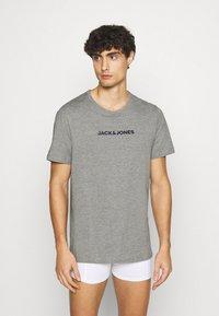Jack & Jones - JACRAIN TEE 3 PACK - Pyžamový top - light grey melange/navy blazer/white - 1