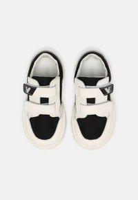 Emporio Armani - UNISEX - Baskets basses - white/black - 3