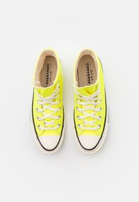Converse - CHUCK TAYLOR ALL STAR 70 UNISEX - High-top trainers - lemon/egret/black - 3