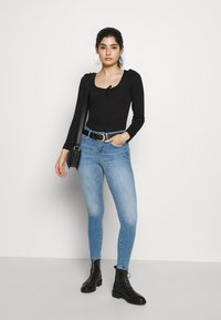 Miss Selfridge Petite - RIBBED PUFF SLEEVE BODY - Top s dlouhým rukávem - black - 1