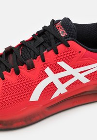 ASICS - GEL-RESOLUTION 8 CLAY - Tenisové boty na antuku - electric red/white - 5