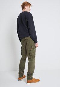 Levi's® - XX TAPER CARGO II - Cargo trousers - olive - 3