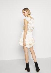 DESIGNERS REMIX - LAUREN SUMMER - Koktejlové šaty/ šaty na párty - cream - 2
