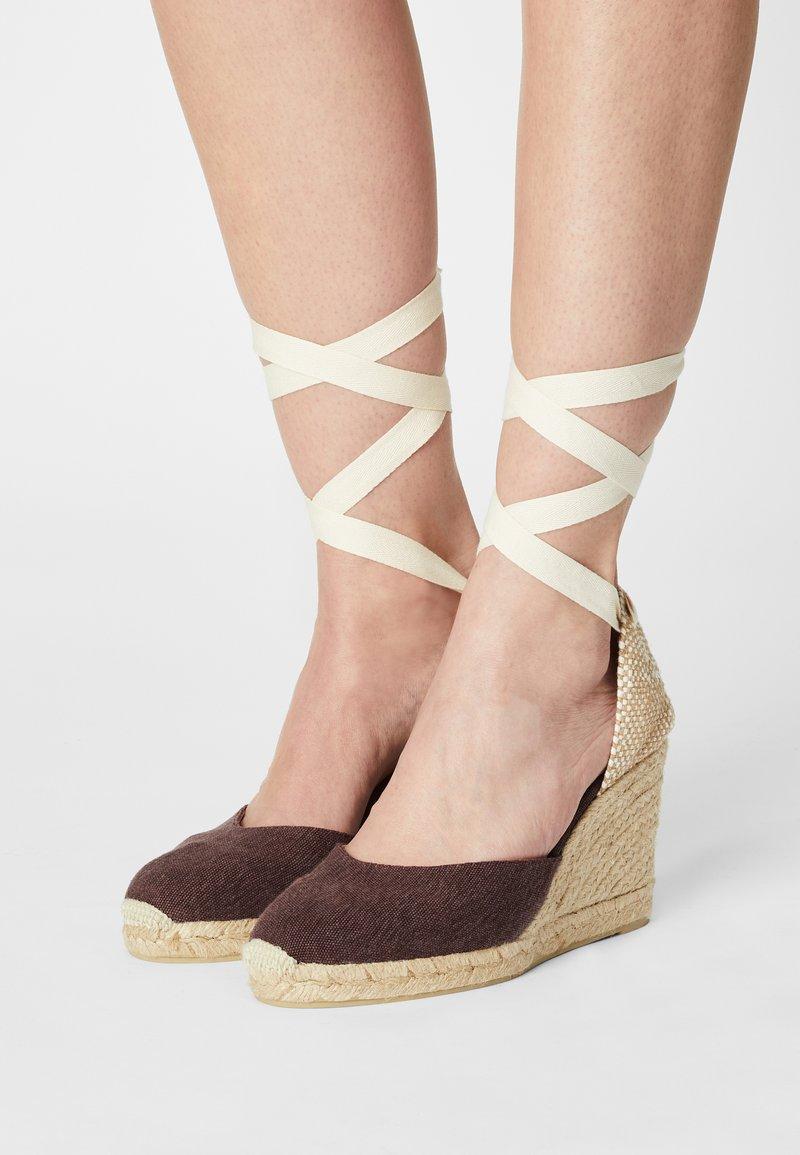 Castañer - CARINA  - Sandály na vysokém podpatku - mokka