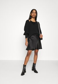 Weekday - NOELLA STRAPPY DRESS - Vestido de cóctel - black - 1
