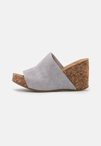 HAXY4EARTH - Heeled mules - shell