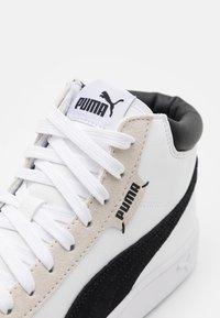 Puma - COURT LEGEND COLLAR UNISEX - Sneakers alte - white/black - 5