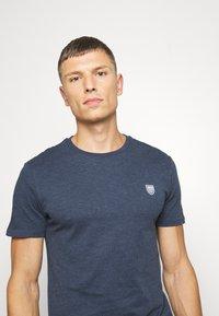 Pier One - Basic T-shirt - dark blue - 4