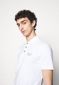 EA7 Emporio Armani - Poloshirts - white - 4