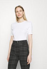 Marks & Spencer London - 2 PACK - T-shirt basic - white/black - 1