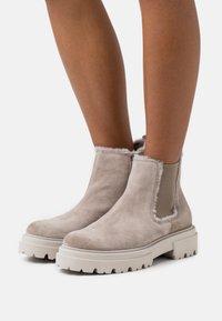 Kennel + Schmenger - BOBBY - Platform ankle boots - ombra/nature/creme - 0
