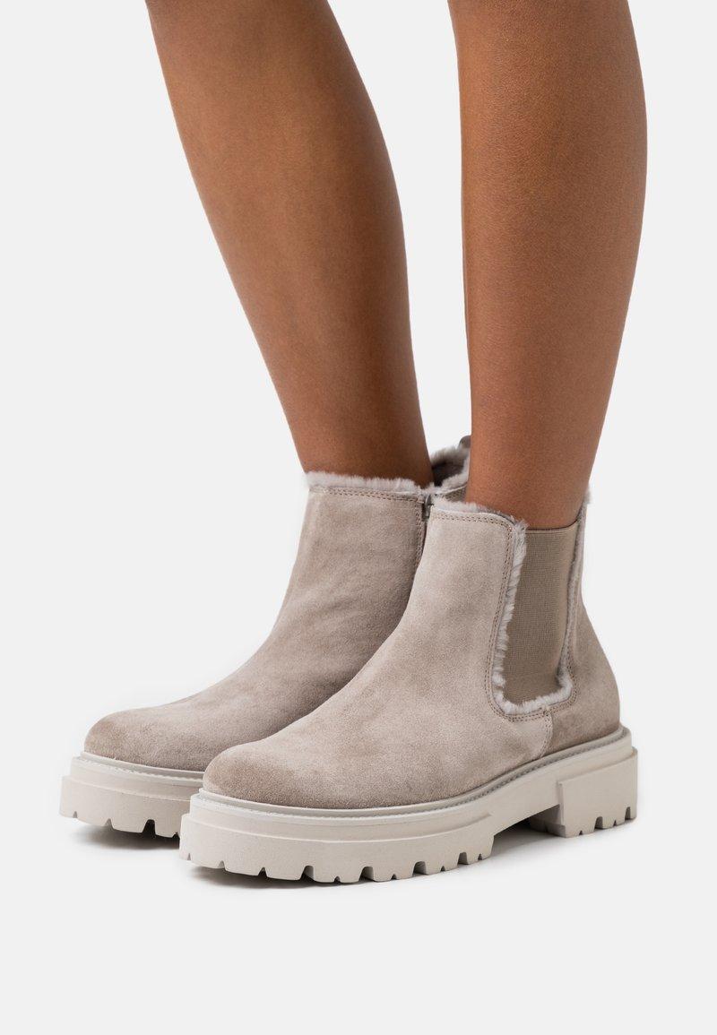 Kennel + Schmenger - BOBBY - Platform ankle boots - ombra/nature/creme