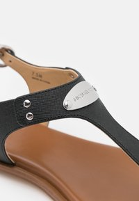 MICHAEL Michael Kors - PLATE THONG - T-bar sandals - black - 5