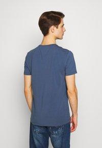 Tommy Hilfiger - T-shirts basic - blue - 2