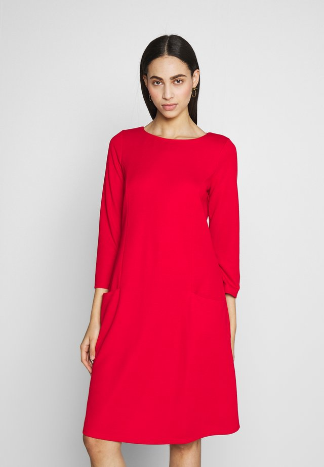 BUCKET POCKET SWING DRESS - Jerseykjole - red
