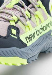 New Balance - SHANDO - Löparskor terräng - purple - 5
