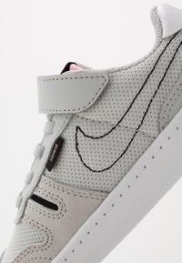 Nike Sportswear - SQUASH-TYPE UNISEX - Sneakers laag - grey fog/black/pink/white - 2