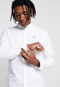 Tommy Jeans - OXFORD SHIRT - Košile - white - 3