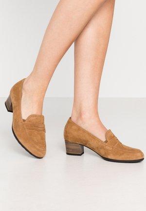Classic heels - sattel