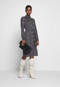 Wallis - SPOT DRESS - Sukienka z dżerseju - black/white - 1