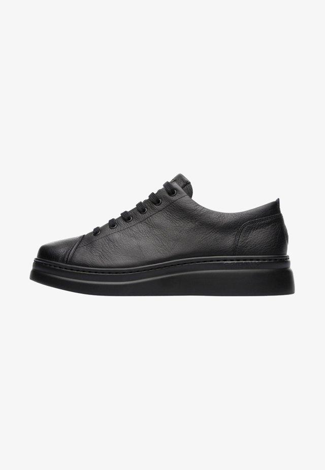 RUNNER UP - Zapatillas - black