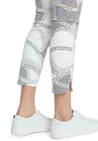 Marc Cain - Jeans Skinny Fit - white and navy - 1