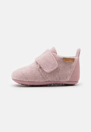 WOOL SLIPPERS - Pantuflas - blush