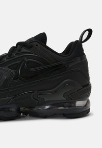 Nike Sportswear - AIR VAPORMAX EVO - Tenisky - black - 8