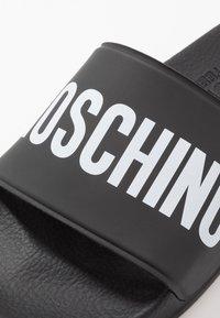 MOSCHINO - Pantofle - black - 2