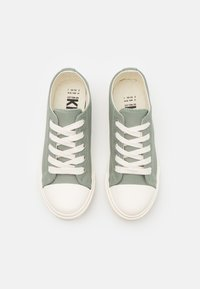 Cotton On - CLASSIC TRAINER UNISEX - Trainers - silver sage/ecru - 3