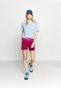 Dynafit - TRANSALPER HYBRID SHORTS - Pantaloncini sportivi - beet red - 1