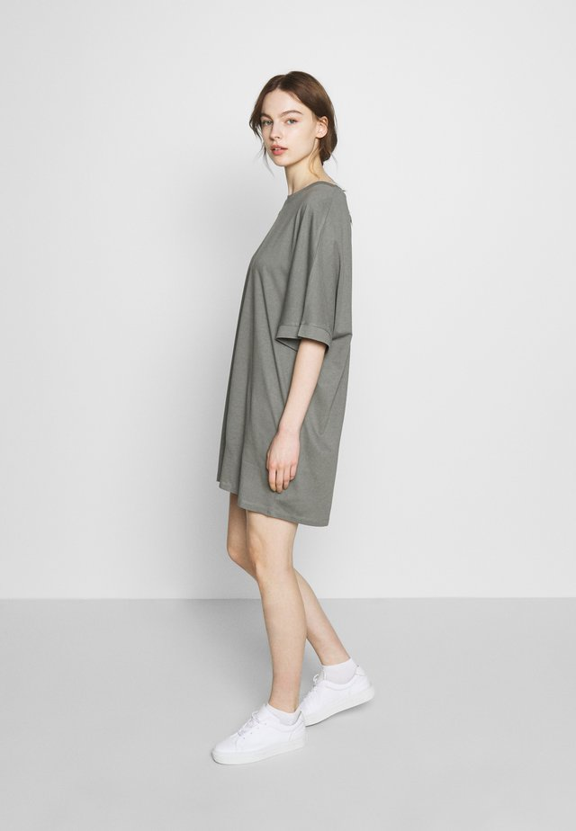 T-SHIRT DRESS - Jerseykjoler - moon mist