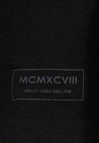 Bershka - MIT RUNDAUSSCHNITT - T-shirt basic - black - 5