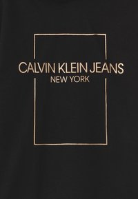 Calvin Klein Jeans - OUTLINE LOGO BOX HOODIE  - Day dress - black - 2