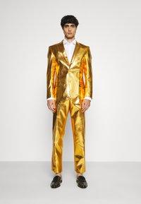 OppoSuits - GROOVY SET - Kostuum - gold - 1