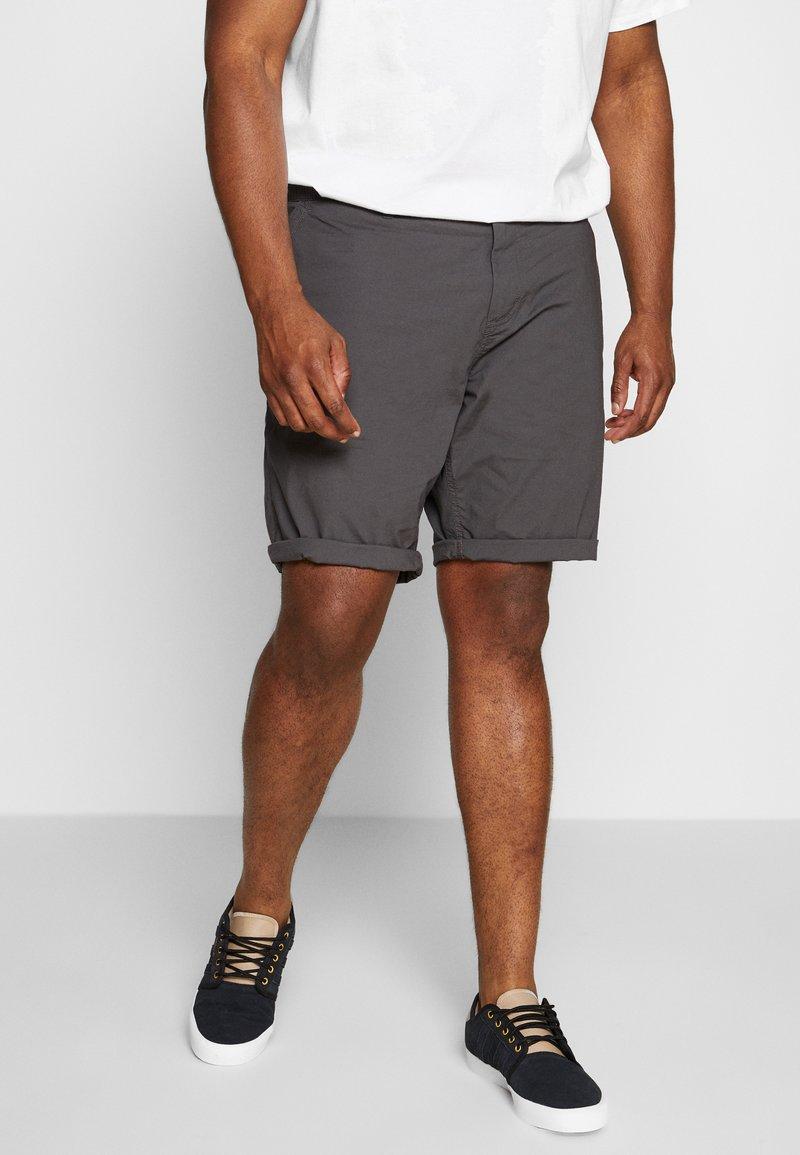 TOM TAILOR MEN PLUS - Shorts - tarmac grey