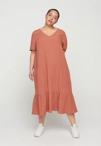 Zizzi - VMACY DRESS - Jerseyjurk - copper brown - 0