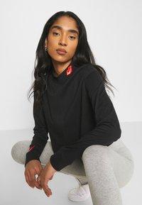 Nike Sportswear - TEE MOCK LOVE - Top sdlouhým rukávem - black - 3