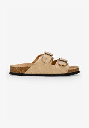 Sandalias planas - tostado