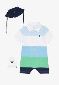 Polo Ralph Lauren - LIFESAVER APPAREL ACCESSORIES GIFT BOX SET - Baby gifts - beryl blue - 3