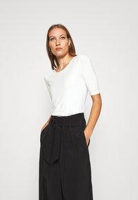 Lindex - VIRA - Camiseta básica - off white - 0