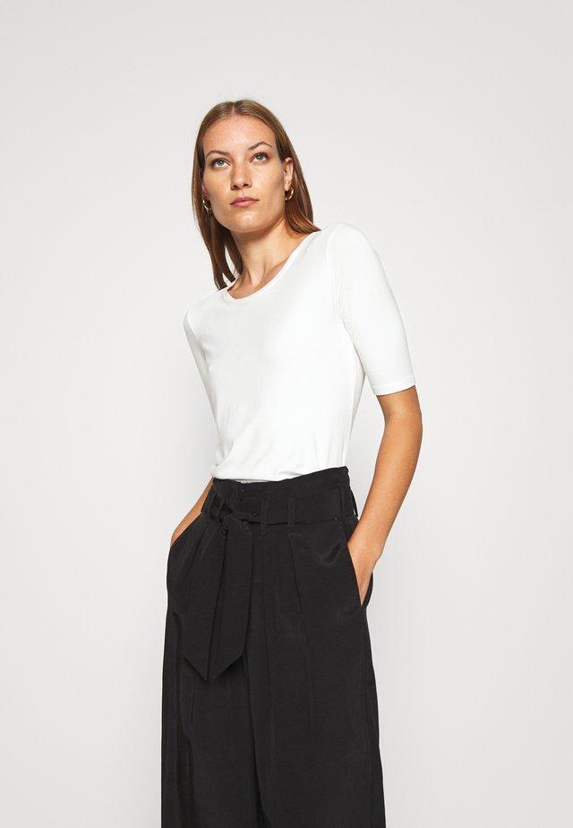 VIRA - Jednoduché triko - off white