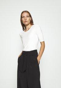 Lindex - VIRA - Basic T-shirt - off white - 0