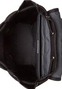 Sandqvist - HANS - Ryggsäck - black with cognac brown leather - 3