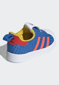 adidas Originals - ADIDAS ORIGINALS ADIDAS X LEGO - SUPERSTAR 360 - Baskets basses - blue/orange/yellow - 4