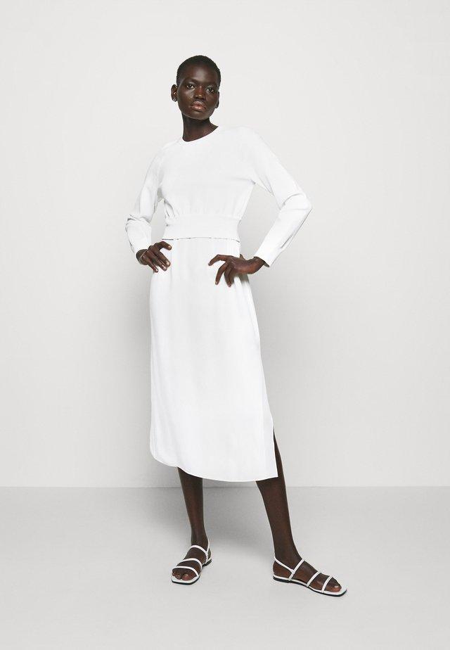 RAGLAN - Pletené šaty - ivory