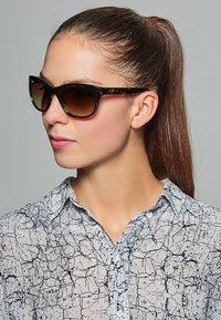 Ray-Ban - Sunglasses - brown - 0