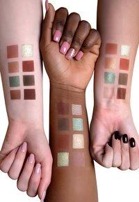 Luvia Cosmetics - HIDDEN FOREST - Palette fard à paupière - - - 2
